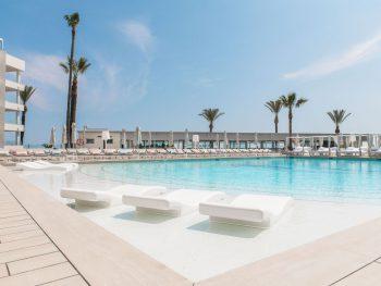 Swimmingpool Hotel Garbi